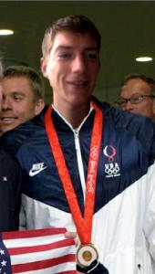 Arne Tarara mit der Goldmedaille für 110 m Sprint
